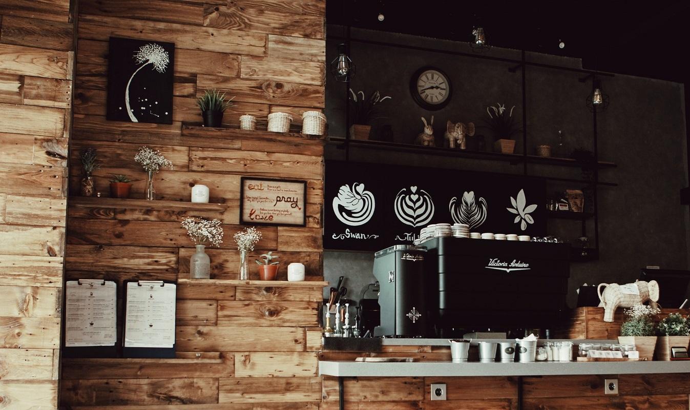 Półki na ścianę z drewna – dlaczego jakość jest ważna?