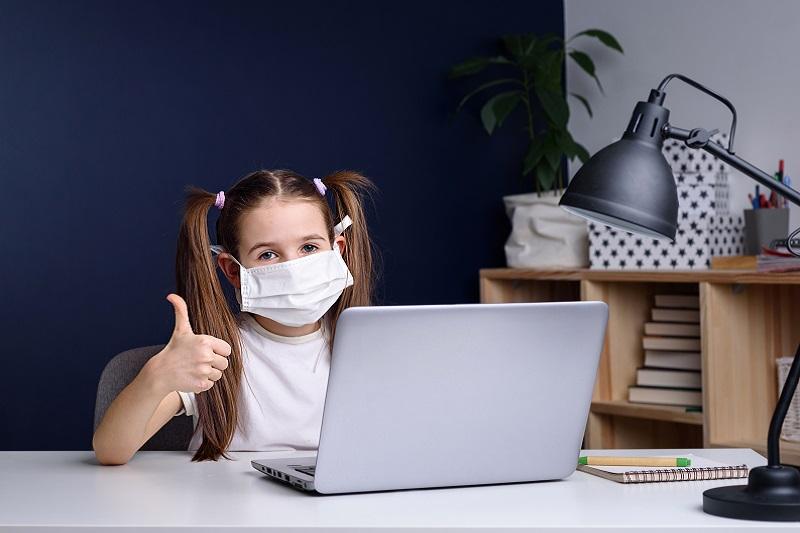 Koronawirus a uzależnienie od internetu – jak obecna sytuacja wpłynie na dzieci i młodzież?