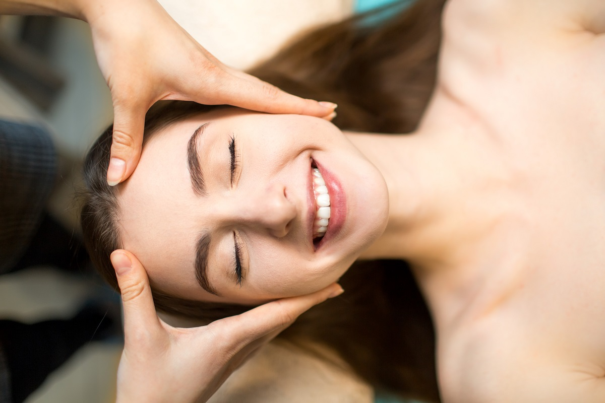 Masaż twarzy – jak często powinno się go wykonywać?