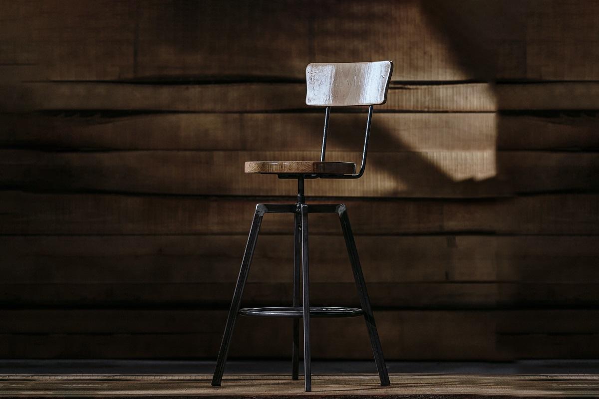 Hoker Fameg – najważniejszy mebel w biurze