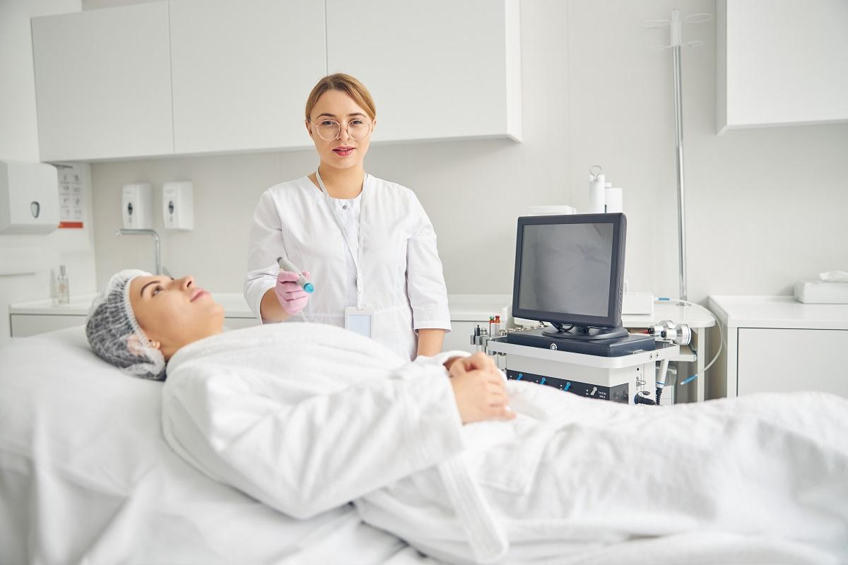 Sprzęt do salonu medycyny estetycznej – 3 najważniejsze kwestie, o które powinien zadbać Twój dystrybutor